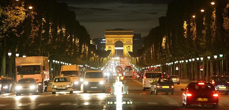 800px-Avenue_des_Champs-Élysées