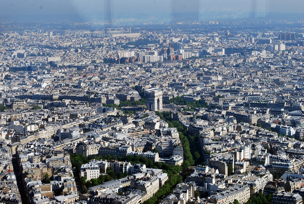 Arc de Triomphe, a view from the Eiffel Tower  | © TravellingBuzz Photo