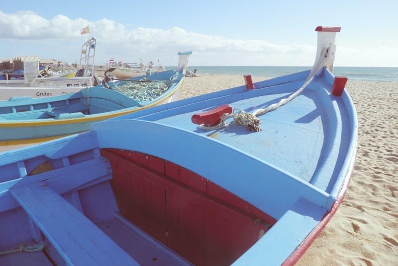 fishing-boat-1133737_1280