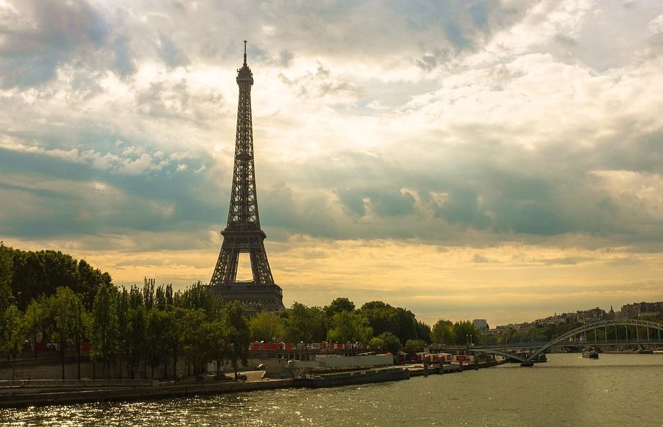 eiffel-tower-1562994_960_720