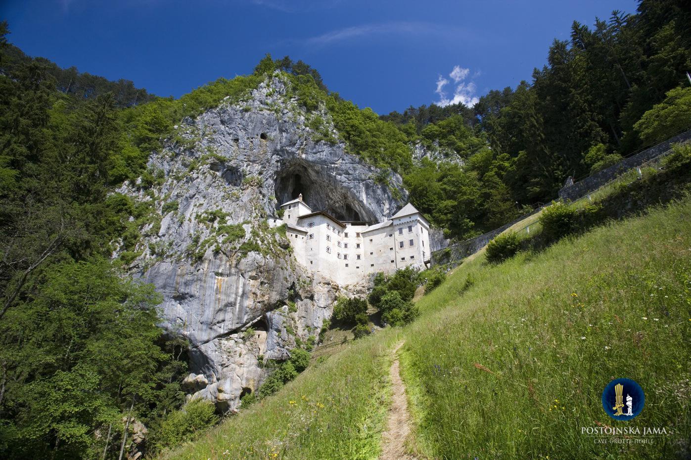 Predjama Castle -slovenia