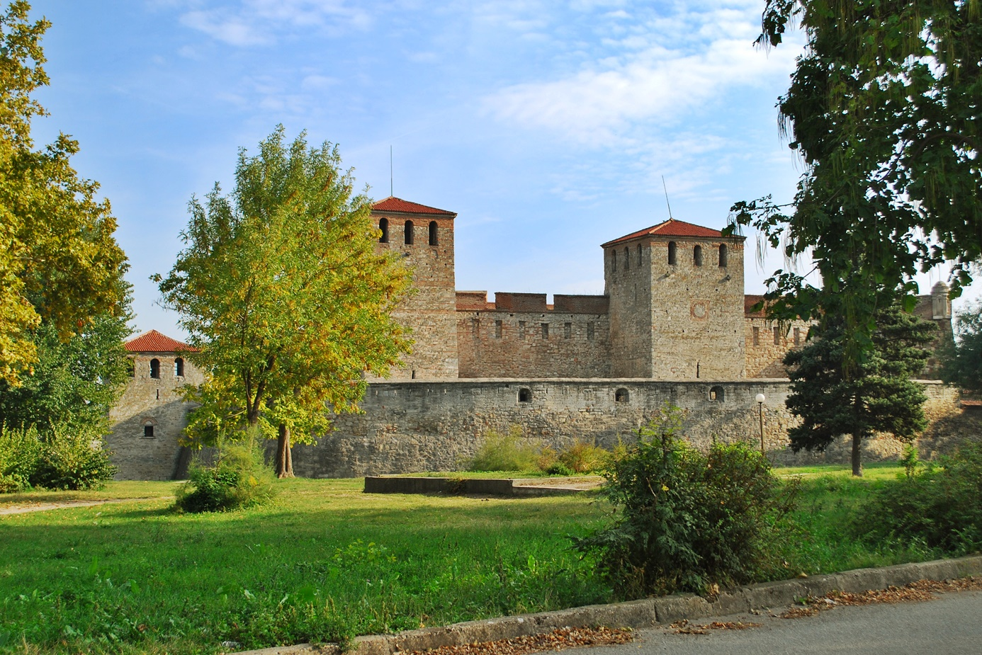 Let's Visit Baba Vida: The Only Fully Preserved Medieval Fortress in Bulgaria