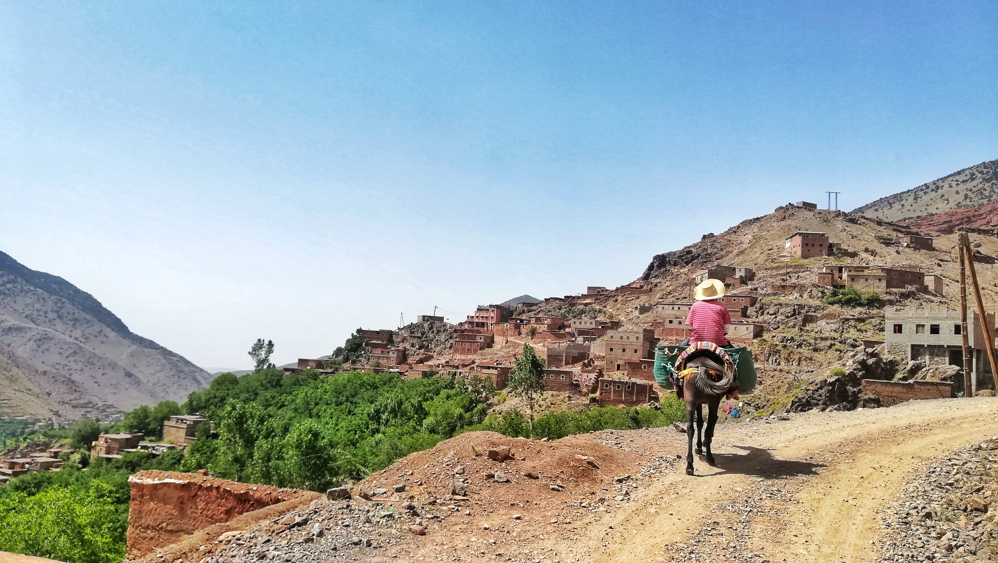 hiking in morocco high atlas mountain with kasbah du toubkal (8)